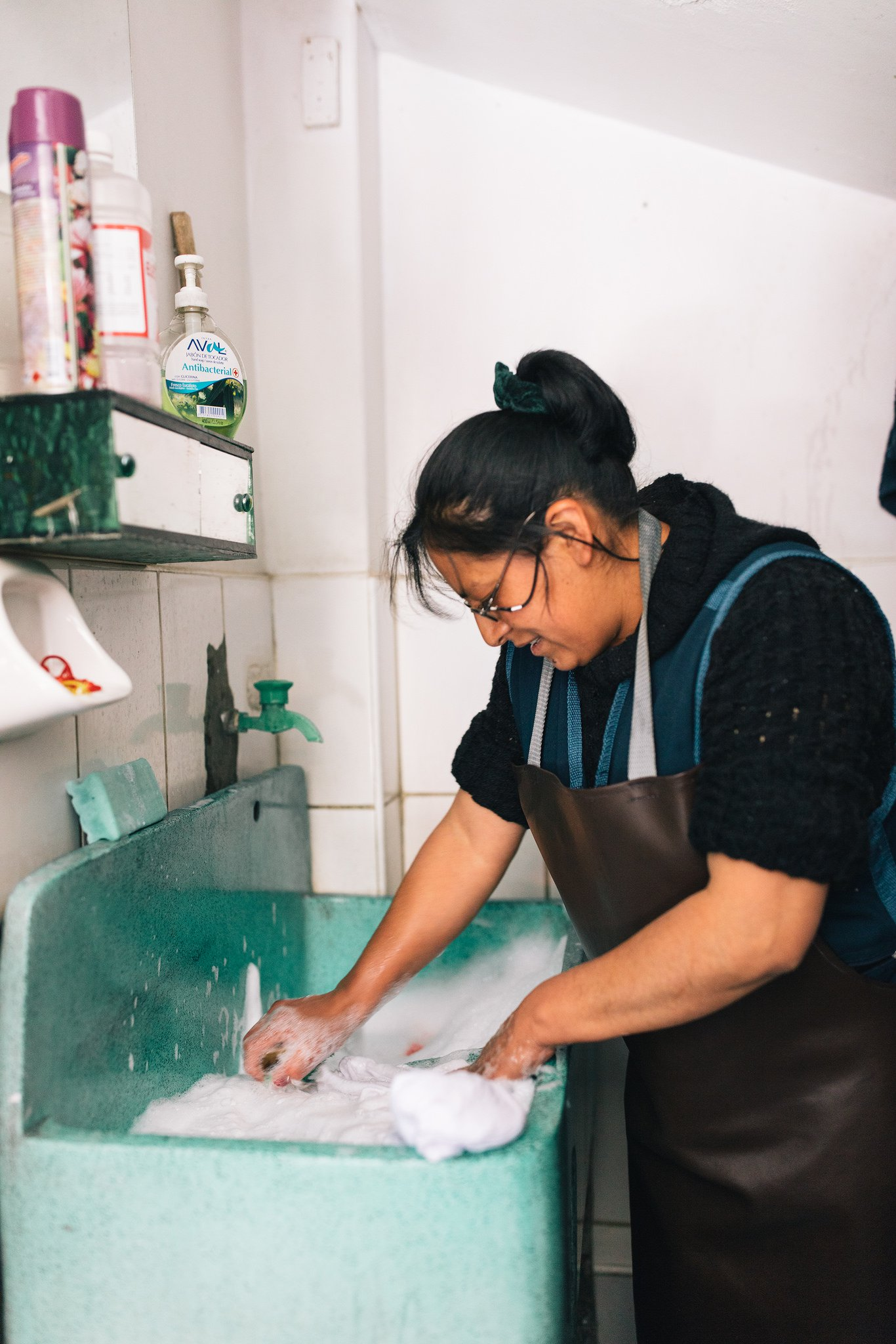 Jose's wife washes