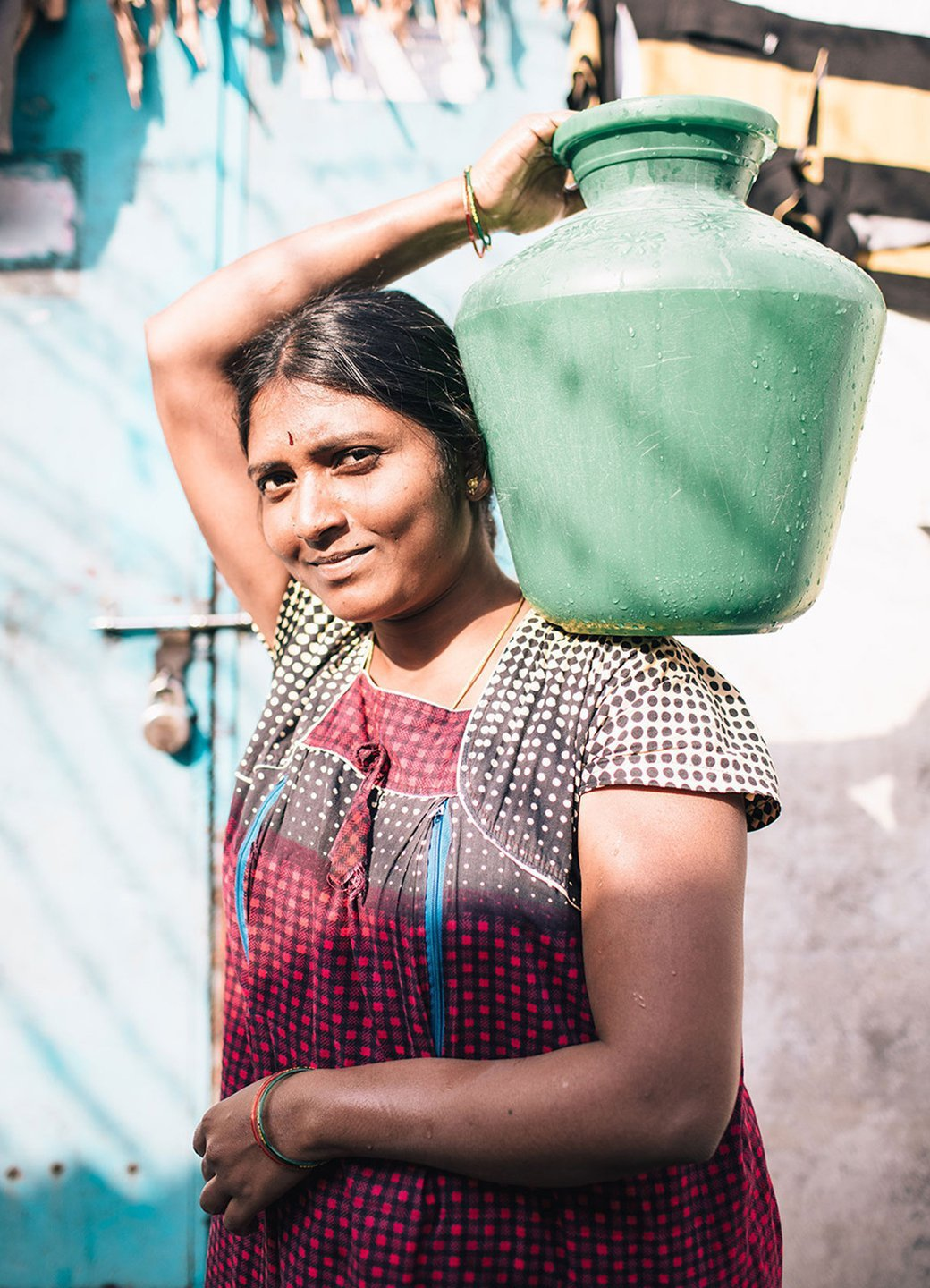 A woman carries a water vessel in Hyderabad, India